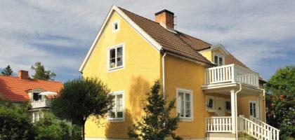 En gul svensk villa